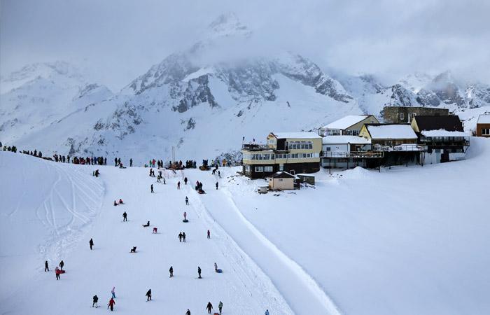 Лавина сошла на горнолыжный курорт в Карачаево-Черкессии