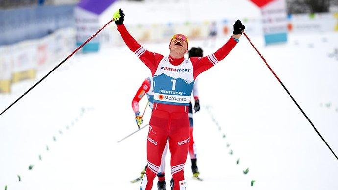 Александр Большунов завоевал золото в скиатлоне, обойдя 5 норвежцев