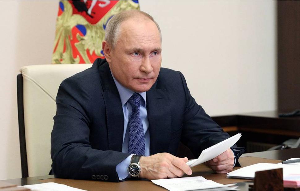 Путин потребовал ускорить темпы вакцинации от коронавируса, но запретил навязывать прививку