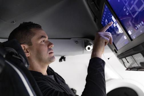 SpaceX запустит на орбиту экипаж из обычных людей