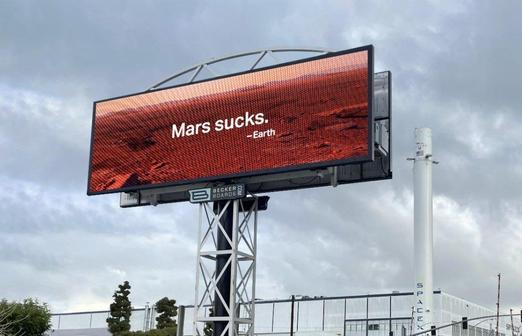 Билборд «Марс — отстой» появился напротив штаб-квартиры SpaceX