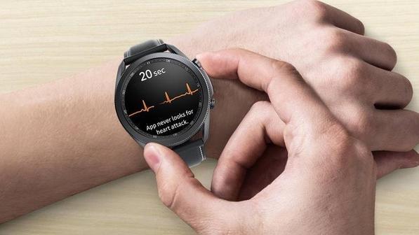 ЭКГ на часах Galaxy Watch теперь доступно в России