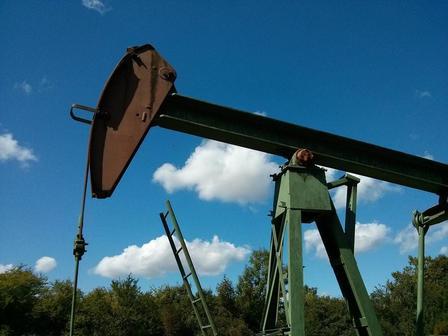 Россия стала добывать меньше нефти