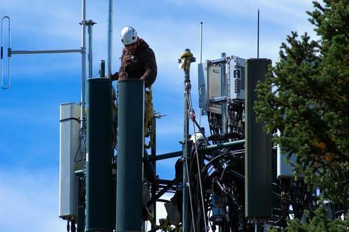 Сети 5G в России разрешили строить 4 операторам связи