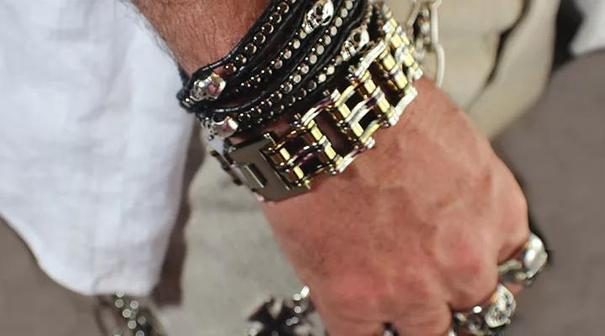 Мужские украшения: как носить и с чем сочетать