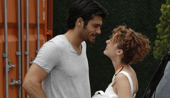 Турецкая комедия Любовь назло: Аджелья Топалоглу и Джан Яман