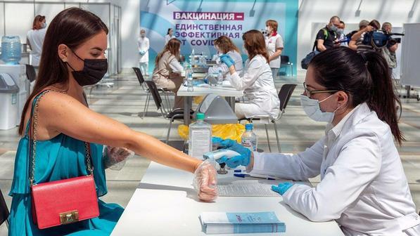Страхи россиян 2021: обязательная вакцинация и неопределенность с отпуском
