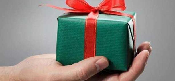 Налоги на подарки в РФ: когда и сколько нужно платить