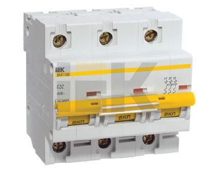 Выключатель автоматический 3 пол 10A D 10кА ВА47 100 IEK