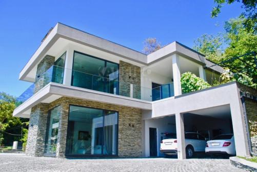 Роскошный элитный 2-этажный дом в стиле hi-tech в Сочи с открытым бассейном и зоной SPA