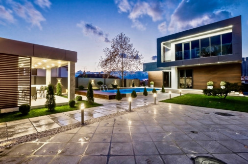 Элитный 2-этажный дом в стиле hi-tech в Сочи, микрорайон Мамайка, с видом на море