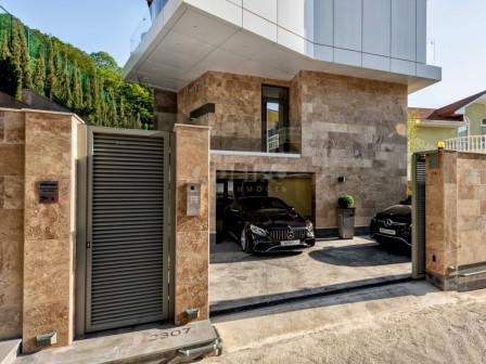 Элитный 3-этажный дом в стиле хай-тек в Сочи, микрорайон Мамайка, переулок Теневой