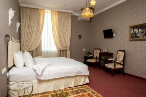Новогодние каникулы в отеле «Бристоль»
