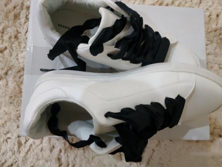 Спортивные туфли женские