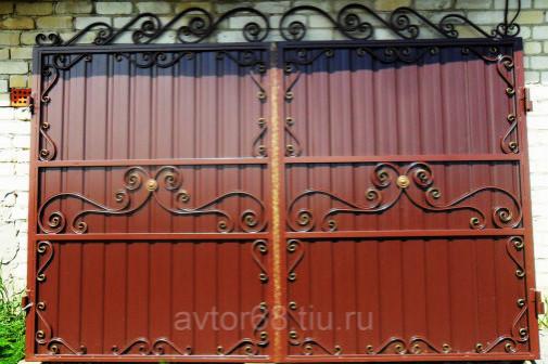 Ворота с коваными элементами Летние