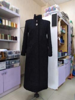 пальто из меха каракуль