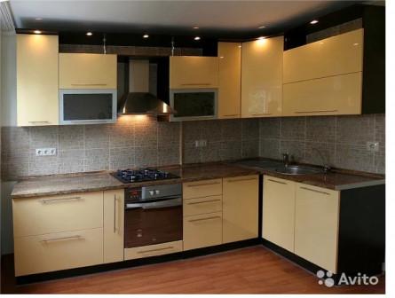 Кухонный гарнитур, шкаф купе, прихожая, гостинная