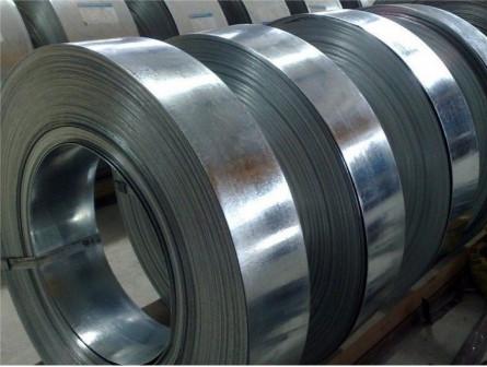 Продольная резка металла предполагает резку стали на штрипсы, полосы и ленты