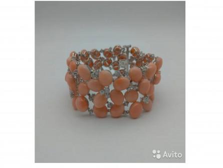 Коралловый браслет из с бриллиантами