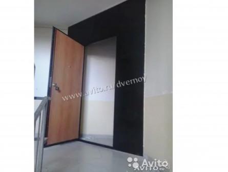 Металлические двери с перегородкой