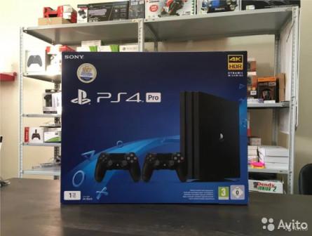 Sony Playstation 4 Pro (1TB) + Dualshock 4