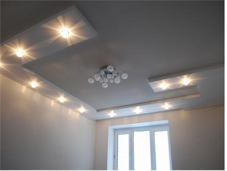 Установим потолок вместе со светильниками бесплатно