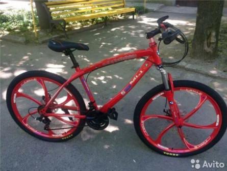 Велосипед на литых дисках BMW Red