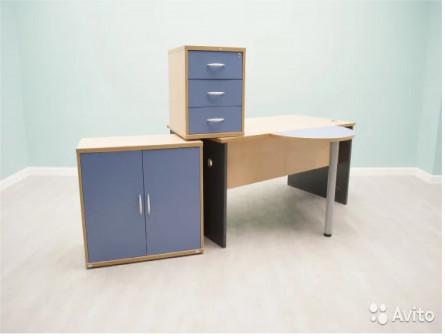 Кабинет рабочий: стол, бриф, шкаф, тумба