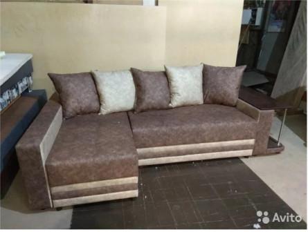 Угловой диван со столом
