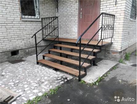 Лестницы в дом из металла