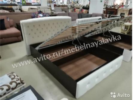 Кровать Мадлен с мягкой спинкой белая 1,6