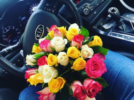 21 роза в ленте