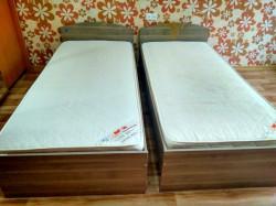 Две кровати с матрасами
