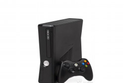 Xbox 360 + джойстик. Все б у