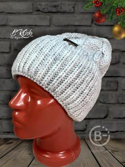 Вязанная женская шапка.