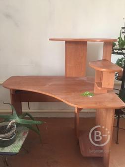 Продам угловой компьютерный стол.