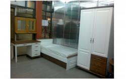Спальня из массива карельской сосны (шкаф,кровать,письменный стол)