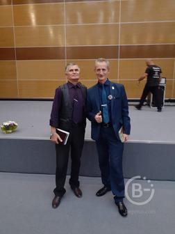 Нужен специалист с опытом педагога по русскому языку и литературе.