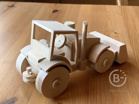 Деревянная игрушка - трактор.