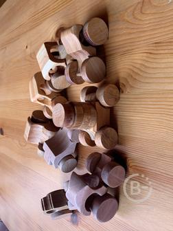 Деревянная игрушка - машинка.