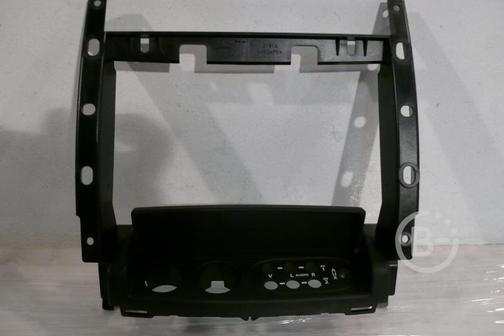Задняя консоль подлокотника RANGE ROVER IV 12-н.в.