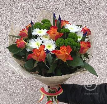 Букет Розы Хризантемы Ирисы