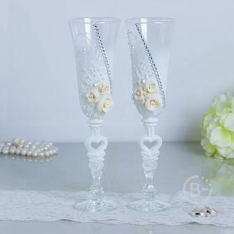 Набор свадебных бокалов Розы, с лепниной и сердцем на ножке, белый