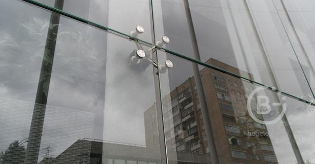 Планарное остекление (подвесные фасады с точечным креплением)