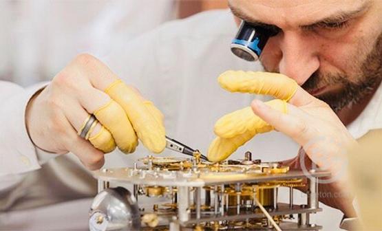 Ручные бриллиантовые часы ювелирной работы 3400 рублей