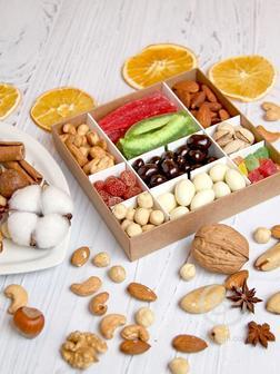 Сладкий подарок из орехов и сухофруктов