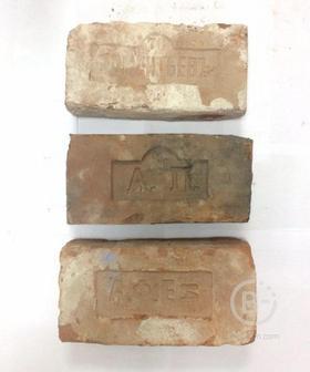 Кирпич полнотелый старинный с клеймом 240-285x120-135x60-80мм М-150