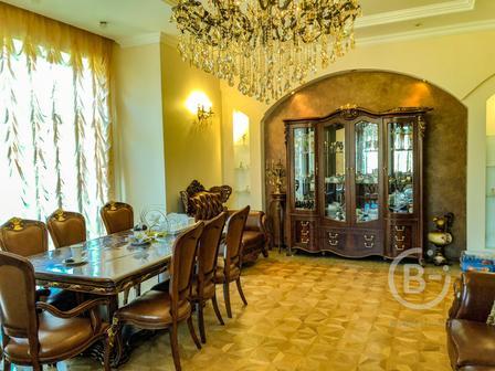 Продаем элитную квартиру 136 м. кв. (Амаленау)