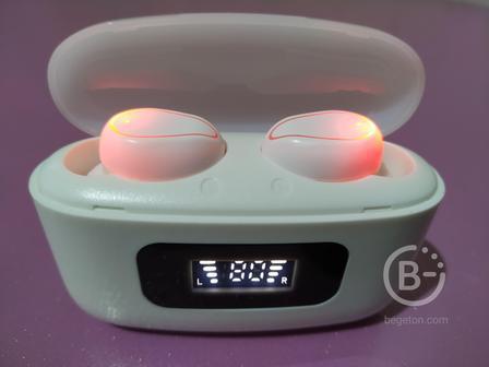 Беспроводные Bluetooth наушники.