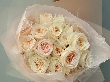 "Моно букет из пионовидных роз ""Вайт О'хара"""